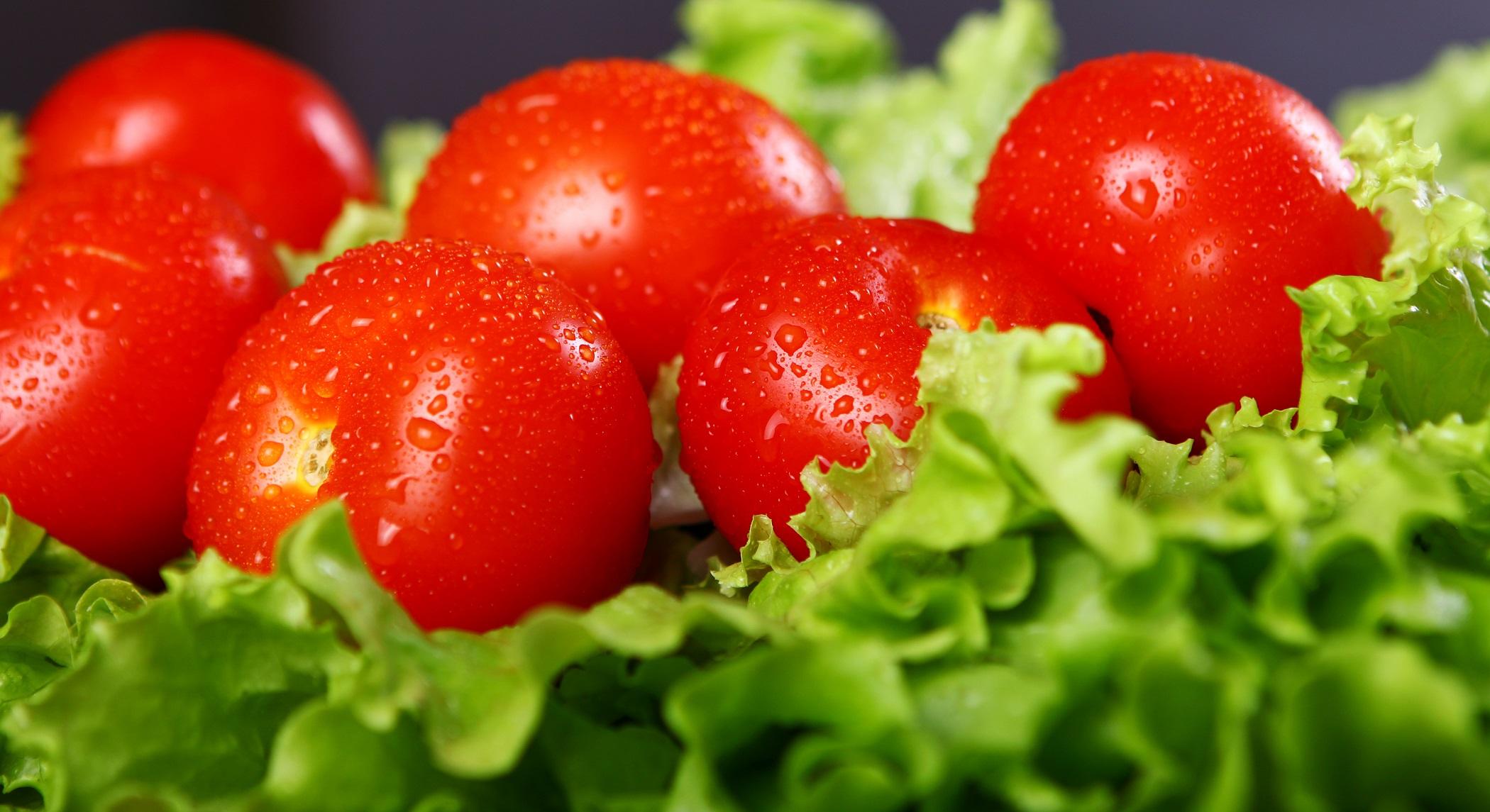 خواص گوجه فرنگی برای پوست